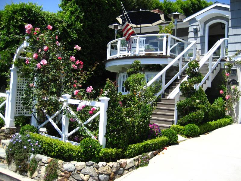 laguna beach cottage european garden design rh europeangardendesigns com laguna beach cottage restaurant laguna beach cottage with piano